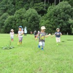 2歳児さん 八森山で運動あそび