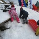 2歳児さん 雪あそび