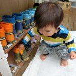 園庭あそびと野菜むきそしてもりもりご飯(1歳児)