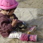 0歳児さんの砂場で遊び🌙