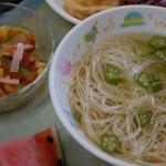 「畑の野菜給食とプール」