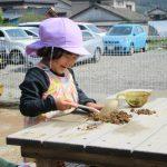 2歳児 園庭遊びと草染め