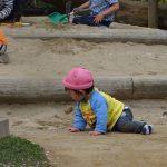 0歳児さんの園庭遊び