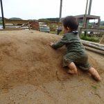 今日は泥をぎゅうっと握って。